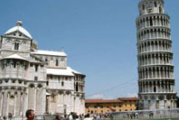 Pisa, sindaco propone 'bucare' muro per posizionare bancarelle