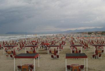 Spiagge deserte ad agosto per il maltempo, segno più solo al Sud