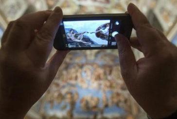 La Cappella Sistina torna a… illuminare i turisti