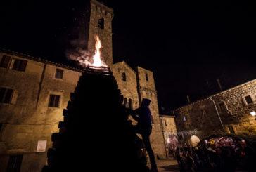 Natale di fuoco ad Abbadia San Salvatore: si rinnova la tradizione delle 'Fiaccole'