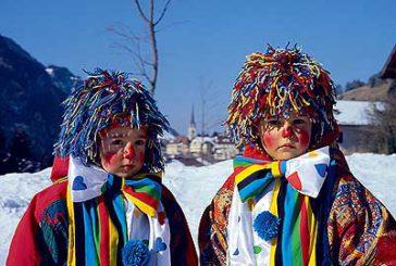 Carnevale in Val Gardena tra cortei, clown, fiaccolate e divertimento
