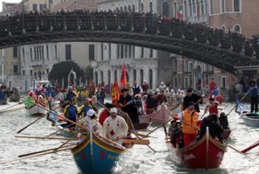 Carnevale Venezia, corteo acqueo con 100 barche