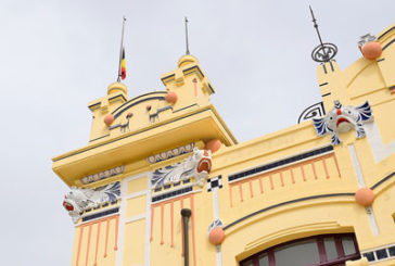 Bandiera del Belgio a mezz'asta sull'Antico Stabilimento di Mondello