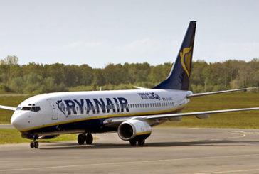 Rissa e ritardo sul volo Ryanair, passeggero bloccato dalla polizia
