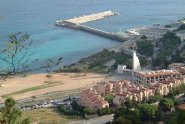 A Palermo Addaura abbandonata e turisti a piedi