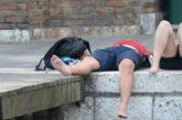 Giro di vite a Venezia e in Sardegna per turisti maleducati: pioggia di multe