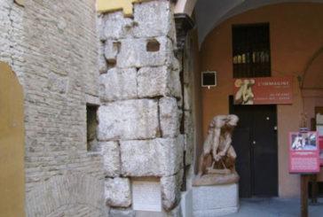 Un percorso storico lungo le antiche mura bolognesi di selinite