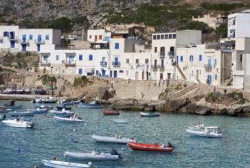 Isole italiane mete trendy dell'estate 2016 per giovani. Borghi d'arte al top per over 45