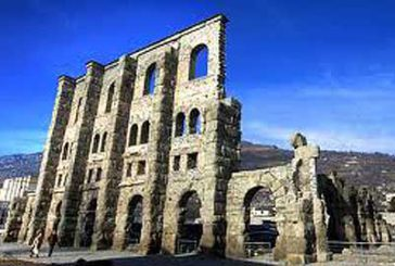 Aosta, Vierin punta su castelli e Teatro Romano