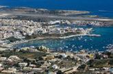 Lampedusa, il sindaco chiede di limitare i collegamenti navali e aerei