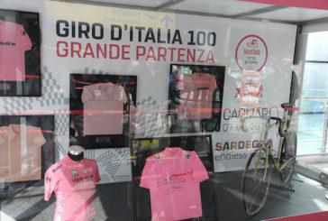 Mostra sui cimeli del Giro d'Italia nelle sale dell'aeroporto di Cagliari
