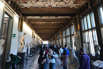 'Grand Tourismo' agli Uffizi, il progetto di Giacomo Zaganelli unisce tre video sui turisti
