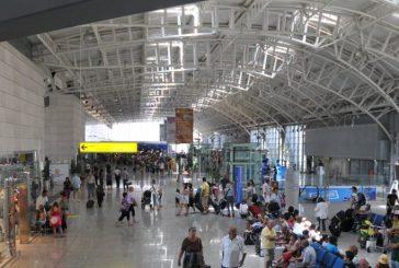 Rincorrono in pista l'aereo che sta partendo, multatidue passeggeri a Cagliari