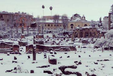 Maltempo e neve a Roma: i turisti trovano chiusi Colosseo, Fori e Palatino
