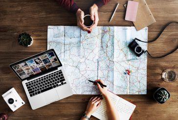 I viaggi si scelgono sempre più online ma i millennial vanno in adv