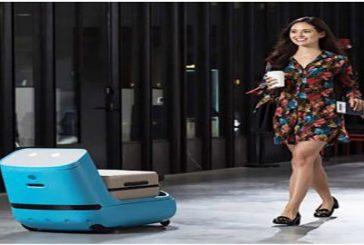 KLM presenta 'Car-E': il piccolo assistente che accompagna i passeggeri al gate