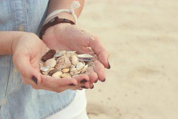 Sabbia come souvenir: recuperati 280 kg di materiale nei bagagli