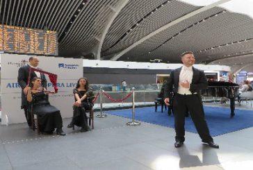 AdR, l'Opera atterra all'aeroporto di Fiumicino e incanta i passeggeri