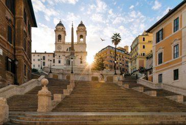 'Vietato sedersi a Trinità dei Monti',no ai bivacchi. Multe fino a 400 euro