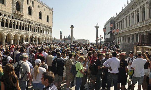 Via libera alla tassa di sbarco a Venezia: norma contro il ...