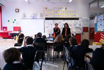 Le donne pilota di easyJet tra i banchi di scuola per combattere gli stereotipi di genere