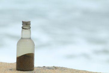 La sabbia rubata da turisti torna in spiaggia: 10 t sequestrate dal 2008