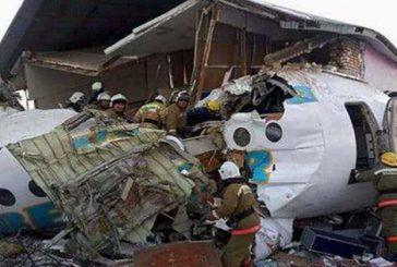 Aereo precipita in Kazakistan: almeno 15 morti ma ci sono sopravvissuti