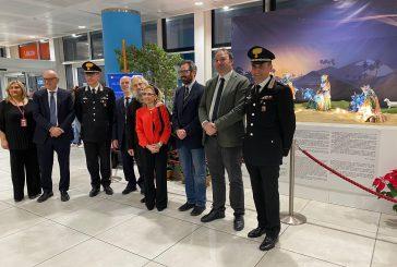Il presepe di Nicolò Giuliano esposto all'aeroporto di Palermo