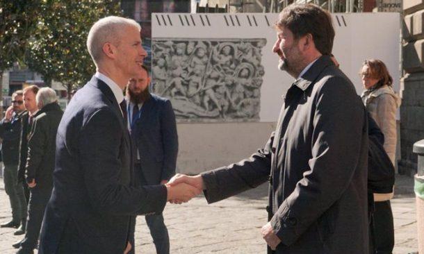 Macron a Napoli, felice di essere qui - Europa